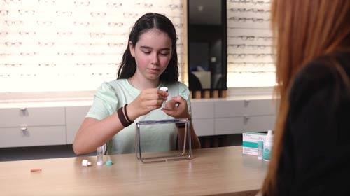 learning to use orthokeratology contact lenses